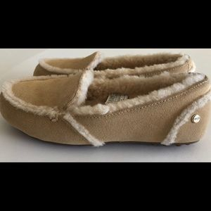 7365a6c01de UGG HAILEY SLIPPER MOCCASINS NEW IN BOX NUDE SZ 6 NWT